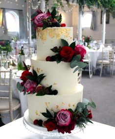 Yolk (@cakesby_yolk) • Instagram photos and videos Buttercream Cake, Beautiful Cakes, Cake Decorating, Wedding Cakes, Baking, Videos, Pretty, Desserts, Photos
