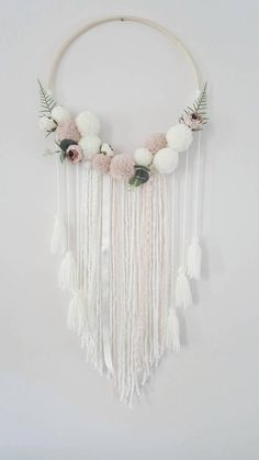 Boho Nursery Dream Catcher Hand Made , Boho Nursery Dream Catcher Boho-Dekor Boho Traumfänger Pompom Wandbehang schäbige Diy Dream Catcher, Dream Catcher Nursery, Lace Dream Catchers, Dream Catcher White, Boho Nursery, White Nursery, Baby Shower Boho, Princess Nursery, Hanging Flower Wall