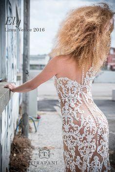 Preziosissimo pizzo ricamato applicato a mano su un tulle effetto nudo. Abito di linea essenziale, dove la vestibilità e l'importanza del tessuto diventano protagoniste. Possibile anche la variante color seta.  #abitodasposa #Tirapani #TirapaniBridal #TirapaniRavenna #TirapaniSpose #weddingdress #bride #collezionesposa2016 #bridal #sposa2016 #abitosposapizzo #abitotatoo