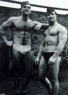 Sean Connery - pictured with wrestler Chopper Howlett in the Fifties - had developed an interest in body building, and even took part in the 1950 Mr Universe competition, coming third overall. I always had a thing for Sean Connery. Janis Joplin, Scottish Actors, Nude Portrait, Cinema, Hommes Sexy, Hairy Men, Rare Photos, Famous Faces, Classic Hollywood