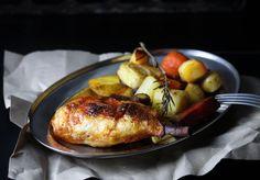 Ich habe Hähnchenkeulen veganisiert, sogar mit 'Knochen'! Es gibt sie klassisch aus dem Ofen da werden sie schön würzig-knusprig.