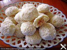 Kokosschneebällchen Coconut snowballs (recipe with picture) by Snowballs Recipe, Coconut Snowballs, Fudge Recipes, Cookie Recipes, Snack Recipes, Christmas Sweets, Christmas Baking, Reese's Peanut Butter Cheesecake, German Baking
