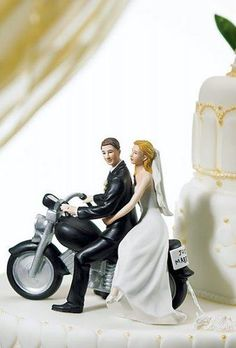 Wedding decor becomes more creative. Take a look at this fresh and unique wedding cake toppers ideas that will totally personalizing your day! Unique Wedding Cakes, Wedding Cake Toppers, Wedding Blog, Wedding Ideas, Wedding Decorations, Groom, Romantic, Bride, Couples