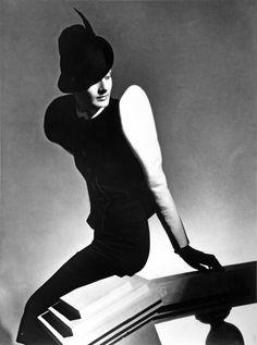 White sleeve, Paris, 1936 / Horst, Horst P