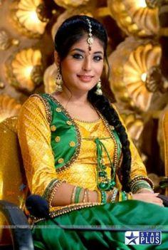 kritika kamra Kritika Kamra, Beautiful Indian Actress, Indian Girls, Indian Dresses, Indian Beauty, Design Trends, Fashion Beauty, Bollywood, Sari