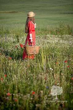 Wandering the fields with baskets of blossoms and scented breeze... ah