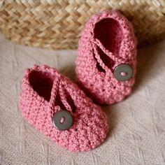 Crochet patrones bastante en rosa bebé botines por monpetitviolon