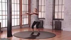 Hay Bailer Forward Lunge is an awesome strength conditioning exercise for legs that will transform your body using only your bodyweight. Click the link to get access to more exercise videos Side Bends Exercise, House For Lease, Conditioning Workouts, Side Lunges, Squat Workout, Women's Fitness, Renting A House, Body Weight