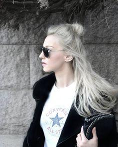 "Polubienia: 152, komentarze: 14 – DIANA PASZKO (@diana.paszko) na Instagramie: ""Nothing better than my comfy #converse t-shirt and half bun messy hair - I don't care 😂 #todayslook…"""