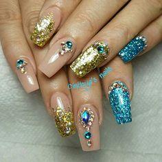 #coffinnails #ballerinanails #bluenails #pink #black #goldnails #24k  #cinthyasnails #ombrenails #badassnails #cutenails #jeffreestar #riri #dope #dopenails #fallnails #glitter #glitternails #fab #fabnails #chromenails #chrome #nailsonfleek #dopenails #nailsonpoint #bestnails