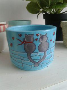 Macetas decoradas $17.000 pesos colombianos Paint Garden Pots, Painted Plant Pots, Painted Flower Pots, Painted Jars, Painted Rocks, Ceramic Pots, Terracotta Pots, Clay Pots, Flower Pot Crafts