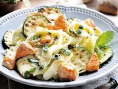 Pasta, salmon and grilled zucchini Veggie Recipes, Pasta Recipes, Healthy Recipes, Kitchen Recipes, Cooking Recipes, Happy Foods, Snack, Pasta Dishes, Food Inspiration