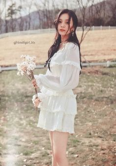 Mrzzto_ Be in Bloom (Scan) Kpop Girl Groups, Kpop Girls, Kim Ye Won, Sulli, G Friend, Time Photo, Art Reference Poses, Chara, Bts Jungkook