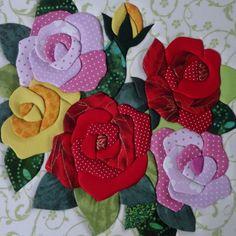 Caixa de MDF, trabalhada em patchwork embutido. Forrada com tecido 100% algodão e internamente com EVA. As estampas dos tecidos podem variar. <br>Com divisórias