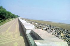 """Digha Beach Today - Where are the #tourists? At a queue before a bank or ATM somewhere   The demonetisation drive has had its effect on the beach resorts of Digha and Mandarmani where footfall of tourists has dropped sharply despite a long weekend that stretched on to Monday a holiday for Guru Nanak Jayanti.  Administrative officials said the number of tourists had declined by almost 70 per cent in the twin towns. Picture above shows a deserted Digha beach on Sunday.  """"About 25000 to 30000…"""