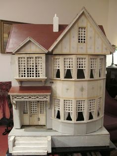 Susan's Mini Homes: Red Roof and Bay Window Gottschalk - Antique Dollhouse Antique Dollhouse, Dollhouse Kits, Dollhouse Dolls, Antique Dolls, Dollhouse Miniatures, Vitrine Miniature, Miniature Houses, Miniature Dolls, Cardboard Dollhouse