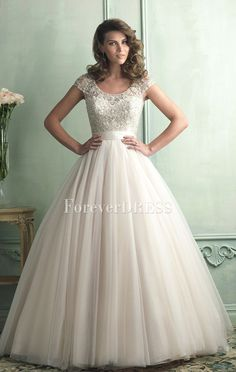 Elegant  Ivory Organza ball gown delicate beaded wedding dress with short sleeves