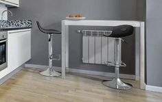 Con frío ni se puede pensar, ni tampoco comer, ni hacer prácticamente nada. Por ello, aprovechando el calor de los radiadores, traemos esta barra ideal además para las cocinas pequeñas. ¿Qué os parece?