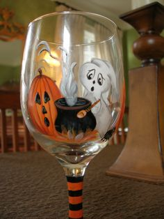 So fun for Halloween season Decorated Wine Glasses, Hand Painted Wine Glasses, Painted Wine Bottles, Wine Glass Crafts, Wine Bottle Crafts, Bottle Painting, Bottle Art, Verre A Vin Design, Wine Bottle Glasses