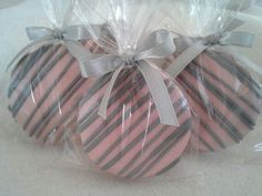 Pink and brown chocolate covered oreo favors. Great for baby showers, bridal showers and party favors