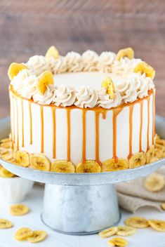 Moist banana cake layers covered in caramel sauce & frosted with more caramel frosting! This awesome Caramel Banana Layer cake is a must try banana dessert. Banana Layer Cake Recipe, Layer Cake Recipes, Banana Dessert, Star Cakes, Caramel Frosting, Juicy Fruit, Salty Cake, Cake Cover, Banana Recipes