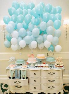 Great idea of using a dresser for party goodies! Baby shower idea: background of ombré balloons. Diy Wedding Decorations, Balloon Decorations, Birthday Decorations, Décoration Baby Shower, Shower Cake, Girl Shower, Fiesta Shower, Balloon Backdrop, Balloon Cake