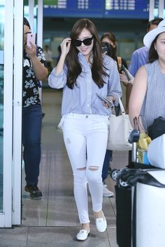 Jessica Jung Arrived at Incheon Airport From Shanghai Womens Fashion Uk, Uk Fashion, Asian Fashion, Daily Fashion, Girl Fashion, Autumn Fashion, Snsd Airport Fashion, Snsd Fashion, Jessica Jung Fashion