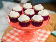 Blender Cupcakes Recipe from Food Network by Joy Bauer *secret ingredient= white beans Kitchen Recipes, Baking Recipes, Healthy Recipes, Healthy Treats, Healthy Desserts, Healthy Dishes, Healthy Food, Mini Cakes, Cupcake Cakes