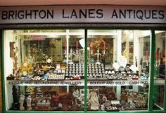The last thing i forgot to mention about Brighton is how big it is on its antique shops especially Brighton lanes which has tons of shops to look in. This attracts a lot of collectors to Brighton