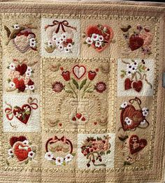 like the background with other types of aqplique, The Scrappy Appleyard: More 'Quilt' Pictures from the Colorado Show Quilting Room, Machine Quilting, Quilting Projects, Quilting Designs, Antique Quilts, Vintage Quilts, Patch Bordado, Wool Quilts, Appliqué Quilts