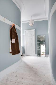 Vitavia foundation x x 6 cm, farge: aluminium, egnet for: Vitavia drivhus Osiris 6 Hallway Wall Colors, Blue Wall Colors, Apartment Interior Design, Interior Decorating, Room Inspiration, Interior Inspiration, Sas Entree, Blue Green Paints, Colour Architecture