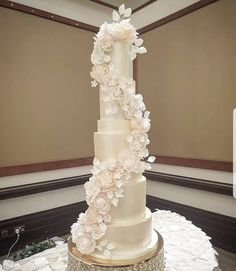 """WEDDING CAKES GLASGOW SCOTLAND (@rosewood_cakes) posted on Instagram: """"2 0 2 1 🙌 Happy new year! Here's to new beginnings! 💗 It is also our birthday, and we're so grateful to all you lovely people for six…"""" • Jan 1, 2021 at 12:37pm UTC"""