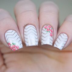 35 Awesome Chevron Nail Art Designs For You Chevron Nail Art, Floral Nail Art, Chevron Nail Designs, Gold Chevron, Diy Nails, Cute Nails, Pretty Nails, Flower Nail Designs, Cute Nail Designs