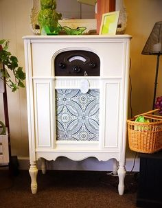 The owner ofSOZO purchased Dixie Belle Paint in Buttercream and painted it. It is a 1930's radio retro fitted with a Bluetooth speaker!