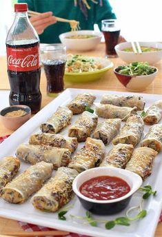 Przepis na sajgonki pieczone - MniamMniam.com Chicken Wings, Sushi, Menu, Yummy Food, Gastronomia, Menu Board Design, Delicious Food, Menu Cards, Good Food
