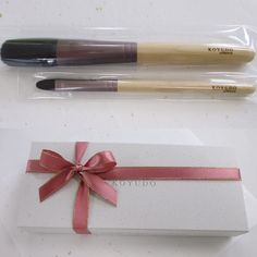 This Koyudo setlof two brushes Rin was chosen as a souvenir for G7 foreign ministers meeting in Hiroshima - Cheek and eyeshadow 8000 yen  We have another one in May - G20 in Mie near Osaka.  Actually May is a good month to visit Japan before the rainy season with around 20 C