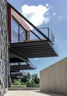 Image 37 of 43 from gallery of River Kwai / agaligo studio. Photograph by agaligo studio Architecture Details, Modern Architecture, Container Hotel, Cleveland Museum Of Art, Steel Structure, Prefab, Future House, Landscape Design, Facade