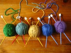 Awesome idea for tree decs for a knitter - plastic ball pit balls, stick cheap plastic knitting needles right through, cover with a layer of yarn and use the end to make a hanging loop!!