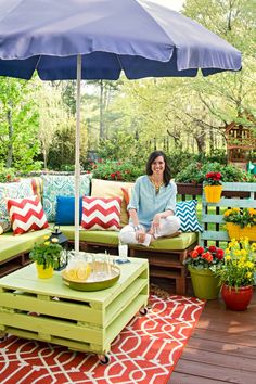 Place Of My Taste- Outdoor space. Love this pallet filled outdoor seating.