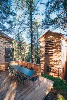 The 3 huts of the Hollmann am Berg on the Turracher Höhe can accommodate up to 10 people. High-quality materials and sophisticated design in the mountains. Forest House, Pine Forest, Gentle Giant, Berg, Relax, Patio, Landscape, Create, Wood