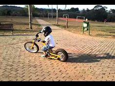 Este é o primeiro projeto da Calura MotorCycle. Um ensaio do futuro sobre concepção, design e realização de motos. A primeira moto produzida é uma mini moto com motor de 2 tempos e 50 cc. O projeto…