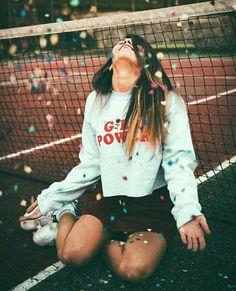 Pin by irlanda carolina on great photos! Ft Tumblr, Photos Tumblr, Tumblr Girls, Tumblr Photography, Creative Photography, Portrait Photography, Artsy Photos, Photoshoot Inspiration, Picture Poses