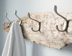So simple yet beautiful! Transform a piece of driftwood from the beach into a beautiful and useful DIY rustic towel rack, coat hooks or hat rack. Step-by-step tutorial for this decor idea is included! Beach Cottage Style, Coastal Cottage, Beach House Decor, Coastal Decor, Coastal Interior, Coastal Style, Home Decor, Rustic Towel Rack, Rustic Coat Rack