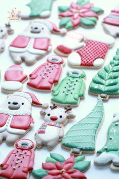 Favorite Christmas Food Gel Colors for Royal Icing Christmas Cookies Packaging, Cookie Packaging, Christmas Sugar Cookies, Christmas Snacks, Holiday Cookies, Christmas Baking, Christmas Recipes, Diy Christmas, Holiday Recipes