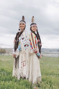 ✿⊱❣♥ STUNNING YOUNG NATIVE AMERICAN LADIES!!..♥❣⊰✿ 💛💛☙ American Indian Girl, Native American Dress, Native American Paintings, Native American Beauty, Native American Beadwork, Native American Indians, Native Indian, Nativity, Beautiful