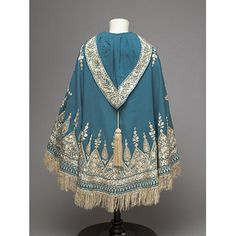 Twilled peacock blue woollen cloth, embroidered in cream silk thr. - Child's cape. Twilled peacock blue woollen cloth, embroidered in cream silk thread, with a cream tassel on the hood;, Source by lillivanlaar - Historical Costume, Historical Clothing, Victorian Fashion, Vintage Fashion, Gothic Fashion, Vintage Outfits, Capes For Kids, Second Hand Mode, 19th Century Fashion