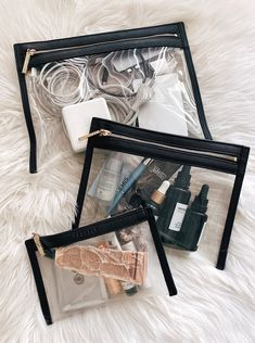 Packing Tips, Travel Packing, Travel Bags, Packing Cubes, Airport Travel Outfits, Fashion Jackson, What In My Bag, Travel Organization, Organizing Tips