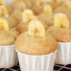 Discover recipes, home ideas, style inspiration and other ideas to try. Cranberry Muffins, Mini Banana Muffins, Carrot Muffins, Baby Food Recipes, Mexican Food Recipes, Sweet Recipes, Protein Muffins, Vegan Muffins, Healthy Muffins