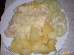 Jednoducho jednoduchý a rýchly zapečený karfiol karfiol, 4dl mlieka, hladká múka, maslo, 200g tvrdého syra, 3 vajcia, vegeta, soľ,oregáno, tymián Do misy poukladáme karfiol. Pripravíme bešamel - na oleji speníme múku, zalejeme mliekom a povaríme,  pridáme polku syra, žĺtka, vegetu, soľ a korenie, premiešame. Z bielkov sneh, vmiešame do omáčky. na karfiol, posypeme zvyšným syrom, korením a dáme zapiecť, kým sa nám syr neroztečie. Vnútro - bešamel omáčka bude stále poredšia - fantastická !