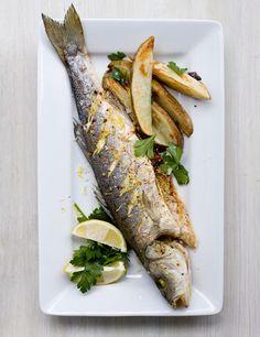 Whole baked fish with lemon salt - Seafood - Fish Recipes Easy Fish Recipes, Seafood Recipes, Great Recipes, Favorite Recipes, Healthy Recipes, Recipe Ideas, Baked Whole Fish, Baked Fish, Dog Breakfast